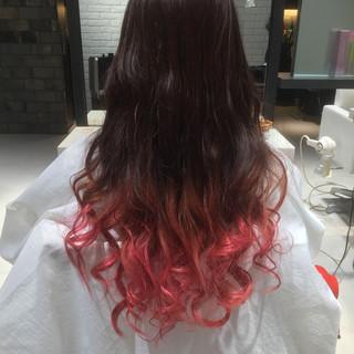 グラデーションカラー ピンク レッド ストリート ヘアスタイルや髪型の写真・画像