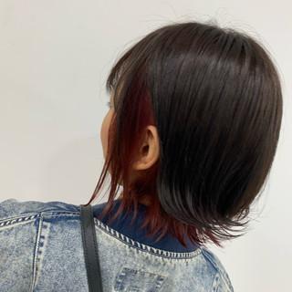 切りっぱなしボブ フェミニン カシスカラー ブリーチ ヘアスタイルや髪型の写真・画像