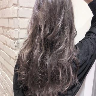 グレージュ ロング ストリート ブリーチ ヘアスタイルや髪型の写真・画像