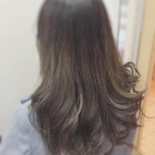 アッシュブラウン グレージュ 外国人風カラー アッシュ ヘアスタイルや髪型の写真・画像