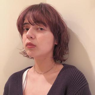 ピンクアッシュ ボブ レイヤーカット ブリーチカラー ヘアスタイルや髪型の写真・画像