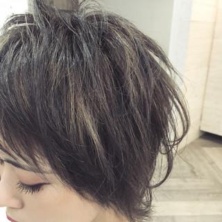 外国人風 色気 前髪あり ショート ヘアスタイルや髪型の写真・画像