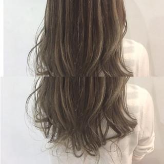 オフィス ロング 色気 ゆるふわ ヘアスタイルや髪型の写真・画像 ヘアスタイルや髪型の写真・画像