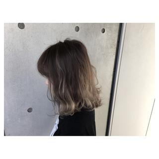 ハイライト 外国人風 グラデーションカラー ウェーブ ヘアスタイルや髪型の写真・画像