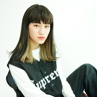 ミディアム ハイトーンカラー インナーカラー グラデーションカラー ヘアスタイルや髪型の写真・画像