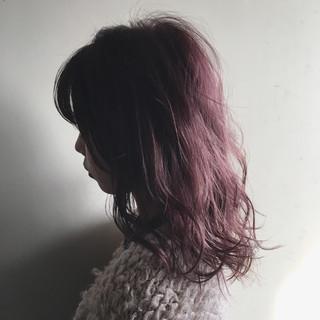 ふわふわ ミディアム ハイライト ベリーピンク ヘアスタイルや髪型の写真・画像