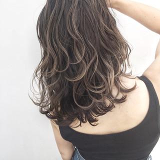 ハイライト ストリート グレージュ 外国人風 ヘアスタイルや髪型の写真・画像