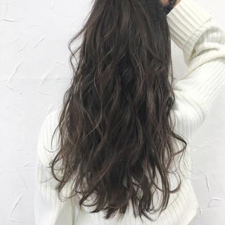 グレージュ 暗髪 アッシュ ロング ヘアスタイルや髪型の写真・画像