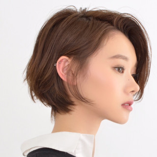 セクシー ショート フェミニン グレージュ ヘアスタイルや髪型の写真・画像