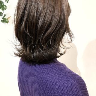フェミニン ミニボブ 切りっぱなしボブ インナーカラー ヘアスタイルや髪型の写真・画像