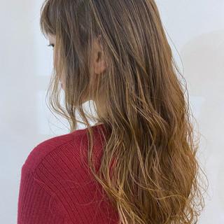 大人かわいい 外国人風カラー ブリーチオンカラー ロング ヘアスタイルや髪型の写真・画像