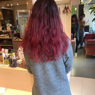 ガーリー バレイヤージュ セミロング チェリーピンク ヘアスタイルや髪型の写真・画像