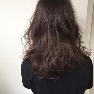 コンサバ アッシュ セミロング 外国人風 ヘアスタイルや髪型の写真・画像