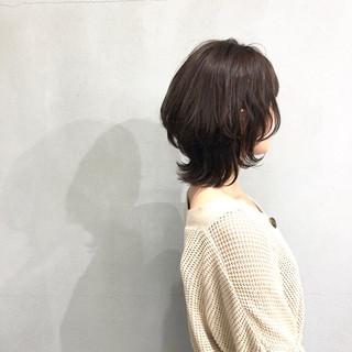 簡単スタイリング ミディアム レイヤーカット ナチュラルウルフ ヘアスタイルや髪型の写真・画像