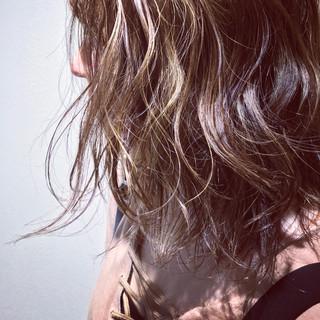 パーマ デート ナチュラル ミディアム ヘアスタイルや髪型の写真・画像