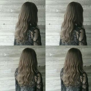 アッシュ セミロング グレージュ 外国人風 ヘアスタイルや髪型の写真・画像 ヘアスタイルや髪型の写真・画像