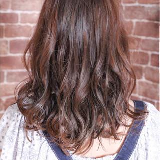 ストリート 大人かわいい アッシュ カール ヘアスタイルや髪型の写真・画像
