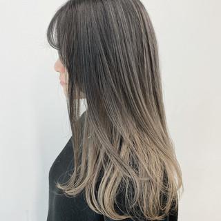 ダブルカラー ブリーチカラー セミロング ミルクティーベージュ ヘアスタイルや髪型の写真・画像