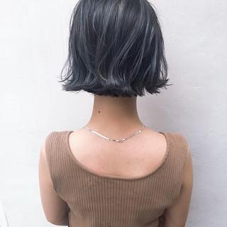 グレー アンニュイほつれヘア ブルージュ ボブ ヘアスタイルや髪型の写真・画像