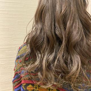 ナチュラル グレージュ ハイトーンカラー セミロング ヘアスタイルや髪型の写真・画像