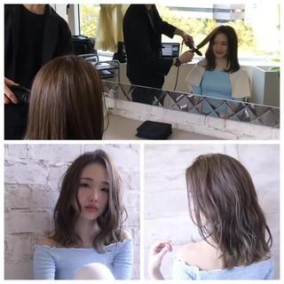 ミディアム 透明感 かき上げ前髪 艶髪 ヘアスタイルや髪型の写真・画像