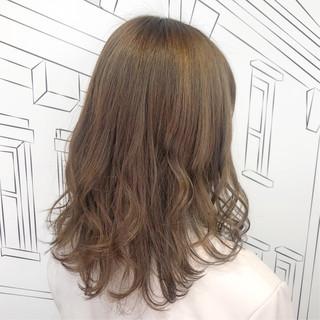 ミディアム ガーリー ベージュ ミルクティーベージュ ヘアスタイルや髪型の写真・画像
