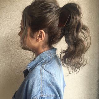 ストリート インナーカラー ポニーテール ゆるふわ ヘアスタイルや髪型の写真・画像
