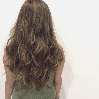 フェミニン アッシュ 外国人風 ロング ヘアスタイルや髪型の写真・画像