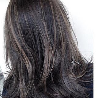 アッシュ グレージュ ナチュラル セミロング ヘアスタイルや髪型の写真・画像