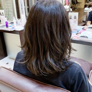 オリーブアッシュ ナチュラル スモーキーアッシュベージュ アッシュベージュ ヘアスタイルや髪型の写真・画像