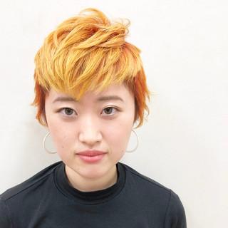 オレンジ イエロー カラフルカラー レイヤーカット ヘアスタイルや髪型の写真・画像