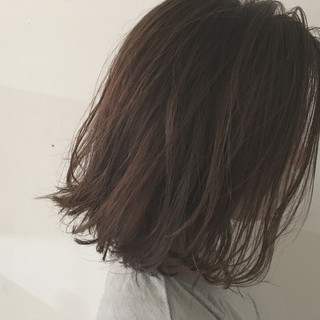 ウェットヘア 暗髪 グレージュ ロブ ヘアスタイルや髪型の写真・画像