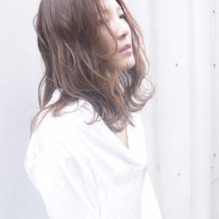 ウェットヘア フェミニン イルミナカラー ミディアム ヘアスタイルや髪型の写真・画像