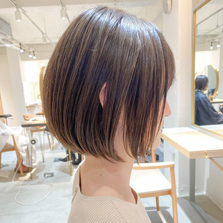 ショートボブ インナーカラー アンニュイほつれヘア ショート ヘアスタイルや髪型の写真・画像