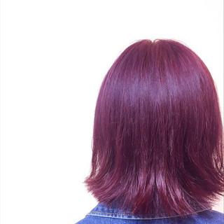 ラズベリーピンク エレガント 外ハネボブ 切りっぱなしボブ ヘアスタイルや髪型の写真・画像