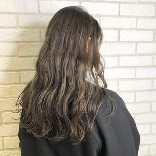 コンサバ ハイライト 色気 セミロング ヘアスタイルや髪型の写真・画像