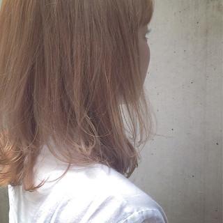 セミロング ハイライト 抜け感 オレンジベージュ ヘアスタイルや髪型の写真・画像