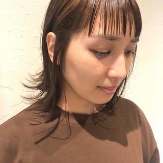 グレージュ ボリュームダウン ボブ ナチュラル ヘアスタイルや髪型の写真・画像