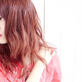ピンク セミロング ナチュラル レッド ヘアスタイルや髪型の写真・画像