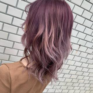 フェミニン ピンクラベンダー ブリーチ ミディアム ヘアスタイルや髪型の写真・画像