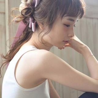 リボンアレンジ ピンク ヘアアレンジ ロング ヘアスタイルや髪型の写真・画像
