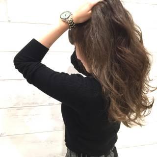 グレージュ グラデーションカラー カーキアッシュ ロング ヘアスタイルや髪型の写真・画像