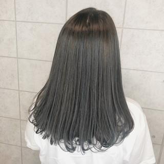ミディアム アッシュグレー モード クリーミーカラー ヘアスタイルや髪型の写真・画像