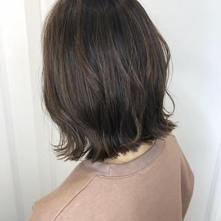 グレージュ ミニボブ ショートヘア 切りっぱなしボブ ヘアスタイルや髪型の写真・画像