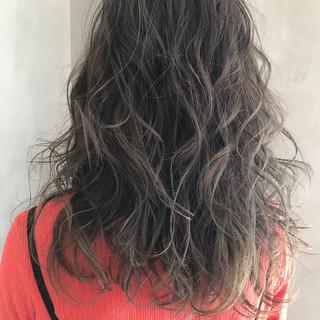 ハイライト 極細ハイライト グレージュ 大人ハイライト ヘアスタイルや髪型の写真・画像