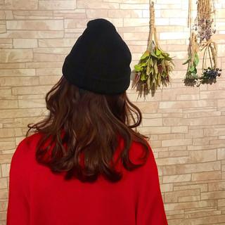 ガーリー セミロング ニット帽 チェリーレッド ヘアスタイルや髪型の写真・画像