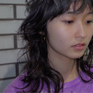くせ毛風 ストリート 暗髪 ミディアム ヘアスタイルや髪型の写真・画像
