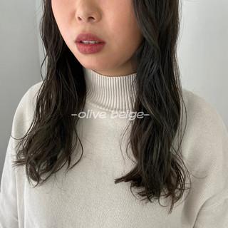 マット オリーブカラー オリーブベージュ オリーブ ヘアスタイルや髪型の写真・画像