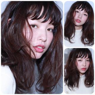 外国人風 暗髪 セミロング ゆるふわ ヘアスタイルや髪型の写真・画像