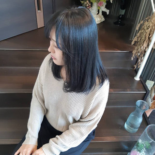 アッシュ ブルーアッシュ ミディアム ガーリー ヘアスタイルや髪型の写真・画像